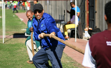 Dr Ivan Meyer and Mr Reggie Deysel (Western Cape Farmworkers' Sport Committee) take on the tug-of-war team of Cape Winelands 1.
