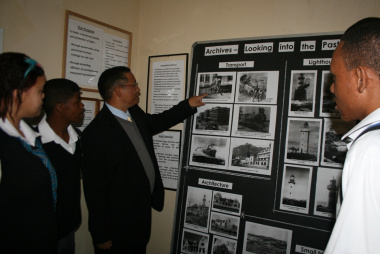 Dr Ivan Meyer with learners of Blackheath High School at the opening of National Archives Week.