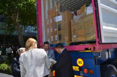 Minister Meyer and Minister Schaffer receives book donation
