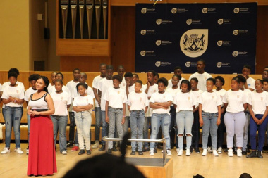 Ernestine Stuurman from CT Opera performing with some of the choir members
