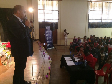 Executive Mayor Paul Swart of Cape Agulhas welcomed everyone to the festival finale