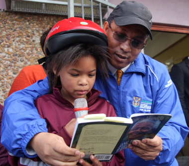 Grade 5 learner Stacy Benjamin read a sentence from Nelson Mandela's Book 'Long Walk to Freedom' with Dr Ivan Meyer.