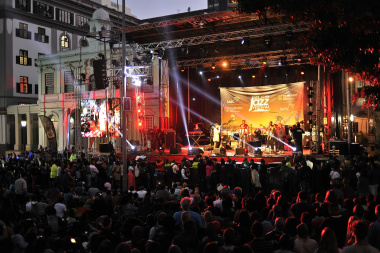 Greenmarket Square was packed for the free jazz concert. Photo: Bruce Sutherland (City of Cape Town)