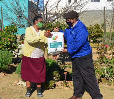 Handover to an owner of a home food garden in Bella Vista