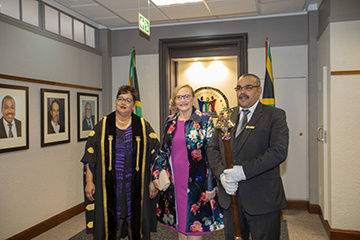 Premier Helen Zille with Parliament members
