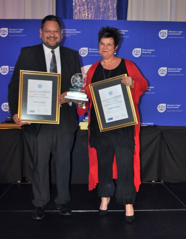 DCAS HOD Brent Walters hands over the trophy to Eden Cycling at the 2017 Western Cape Sport Awards