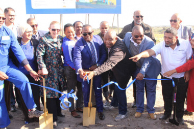 Premier Helen Zille and Minister Madikizela launched R200 million housing project in Mitchells Plain
