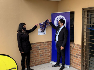 L – R: Executive Mayor Christelle Vosloo and Western Cape Minister of Human Settlements, Tertuis Simmers
