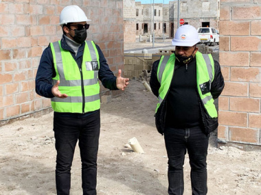L – R consists of the Western Cape Minister of Human Settlements, Tertuis Simmers and Chairperson of the New Woodlands Project Steering Committee, Mr Shahiem van Nelson