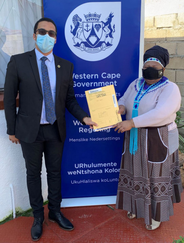 L – R Western Cape Minister of Human Settlements, Tertuis Simmers and Ntombizimbi Mehlo (63)