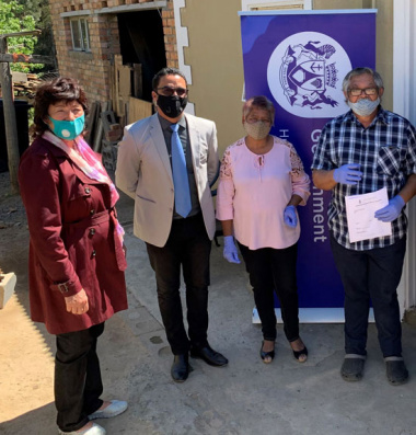L – R: Executive Mayor of Stellenbosch, Advocate Gesie van Deventer, Western Cape Minister of Human Settlements, Tertuis Simmers, Mrs Marilyn Robus and Mr Herman Robus (60)
