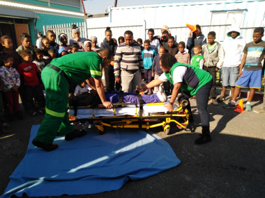 On Tuesday, 18 June 2019, Fountain Enrichment in Seawinds invited paramedics from Retreat Day Hospital to not only create awareness around substance abuse, but to also educate youth should they be involved in an accident.