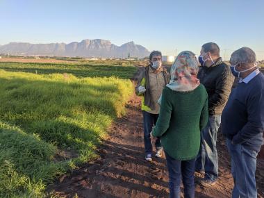 Minister Maynier visits Valota Farm