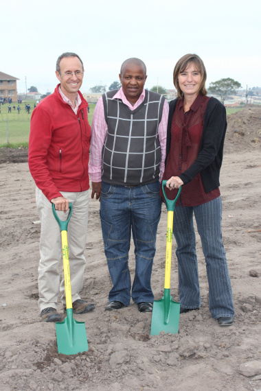Brett Utian(Isisombululo Programme Manager), Cllr Fanele Guga(George Municipality) and Dr Hannelie Louw(Medical Manager George)