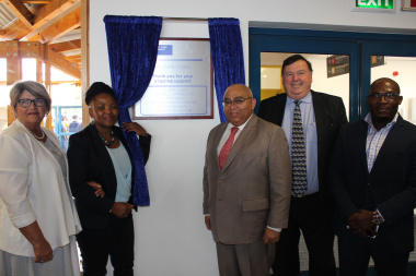 Minister Mbombo officially unveils a plaque at the new Hillside Clinic in Beaufort West