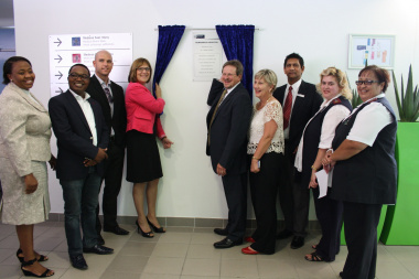 Western Cape Minister of Health, Mr Theuns Botha, unveils plaque to officiate the opening