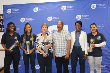 Minister Marais and players. From left: Lindokuhle Duntsu (Vice Captain), Miche Oosthuizen, Minister Marais, Mr Gerald Don (Provincial Chairperson of SAFA), Priscila Koti (Coach) and Jamie-Lee Peters (Captain)