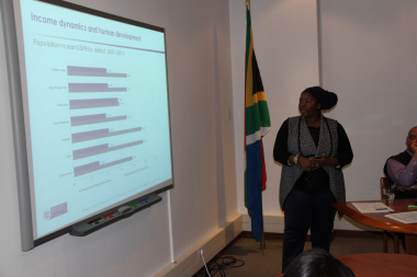 Ms Plaxcedes Chiwire, economist at Western Cape Treasury presenting at the PERO Research Seminar