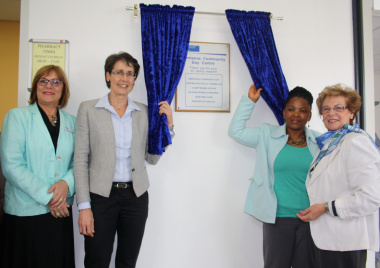 From left to right: Dr Erma Mostert, Overstand Medical Manager; Dr Beth Engelbrecht, Western Cape Government Head of Health; Dr Nomafrench Mbombo, Western Cape Minister of Health and Nicolette Botha-Guthrie, Mayor of the Overstrand unveiling the plaque
