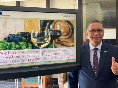 Minister Meyer welcomes sunday wine sales