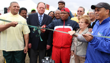 Jason Kleinsmith, Deputy Minister Gert Oosthuizen, Minister Fikile Mbalula, Cllr Belinda Walker and Dr Ivan Meyer at the blue-ribbon cutting ceremony.