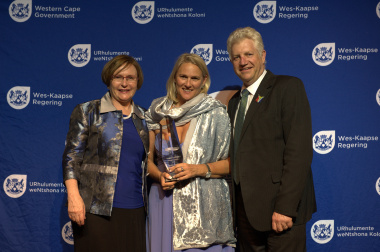 Premier Helen Zille with overall competition winner Jeanne Groenewald and Minister of Economic Opportunities Alan Winde.