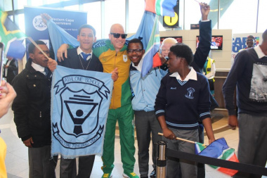 Kids were ecstatic when Paralympian Hilton Langenhoven entered the airport