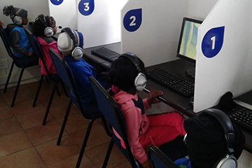 The Kranshoek e-Centre helps school kids with school projects and research.