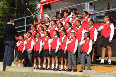 Learners from De Heide Primary perform the national anthem at the Glaskasteel Sports Complex in Bredasdorp