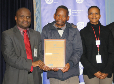Tembinkosi Mabula, a Waste Porter at the hospital, received an award in recognition of 40 years of service. With him is Dr Matodzi Mukosi, CEO: Red Cross War Memorial Children's Hospital, and Nomaxabiso Kweyama, DD: HR & Support Services.