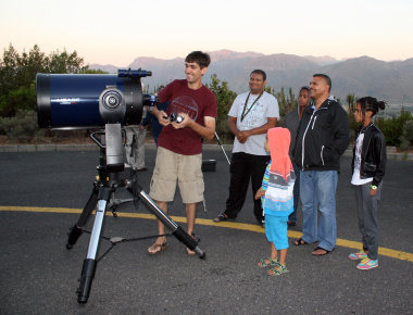 Louis Fourie of OOG prepares his equipment for a Stargazing Picnic