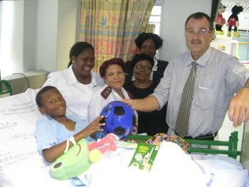 Lubabalo is pictured here with the staff in the Trauma Ward where he was treated.