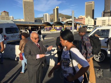 MEC hands out leaflet