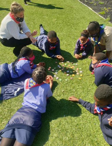 Minister Marais looks on while learners play the memory game