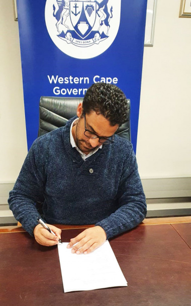 Western Cape Minister of Human Settlements, Tertuis Simmers, signing the affidavit