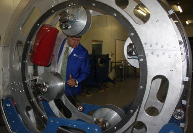 Minister Alan Winde inspects a rotary plotter