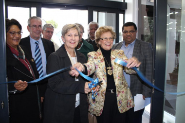 Minister Anroux Marais and Mayor Nicolette Guthrie-Botha officially opening the upgraded Kleinmond Library with representatives of DCAS and Overstrand Municipality looking on.