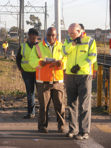 Minister Carlisle and Metrorail Regional Manager Mthuthuzeli Swartz.