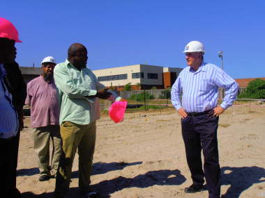 Minister Carlisle on site with a member of the Khayelitsha Development Forum.