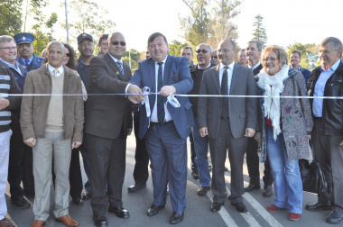 Minister Donald Grant and Alderman Charles Standers (front) at the ribbon-cutting ceremony.