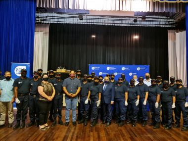 minister_fritz_and_mayor_steyn_with_new_recruits.jpeg