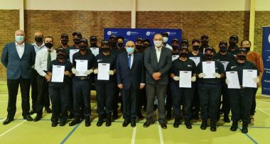 minister_fritz_and_mayor_van_eeden_with_robertsons_new_recruits.jpeg