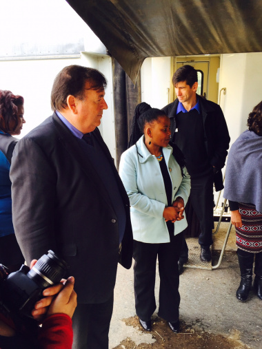 Minister Grant and Minister Mbombo at the Phelophepa train, where it is currently stationed in De Doorns.