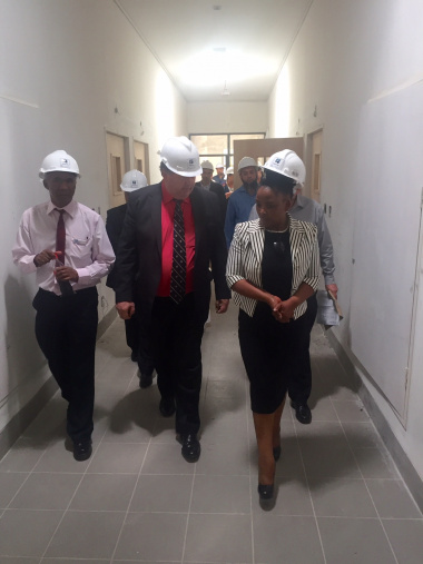Minister Grant and Minister Mbombo with the project team at the new Paarl Hospital psychiatric building.