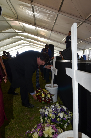 Minister Grant laying a ceremonial wreath commemorating the UN World Day of Remembrance for Road Traffic Victims.