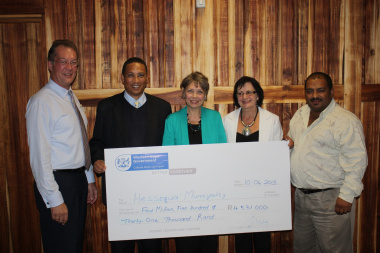 Minister hands over a cheque to representatives of the Hessequa Municipality for their library.