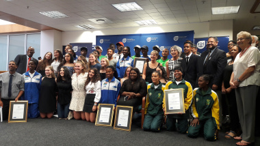 Minister Anroux Marais and the sportspeople who were honoured in Cape Town on 6 December 2017