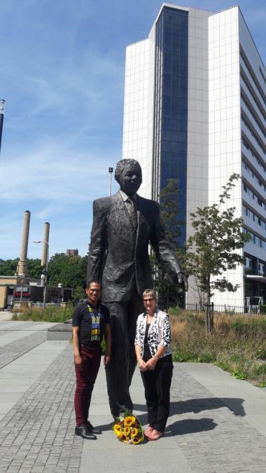 Minister Anroux Marais and Lindsay Louis, Third Secretary of the SA Embassy in The Hague on International Mandela Day