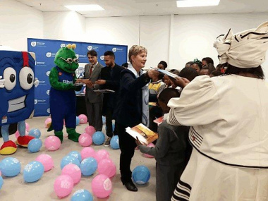 Minister Marais hands out book donations to learners of Masiphatisane and Diazville Primary School