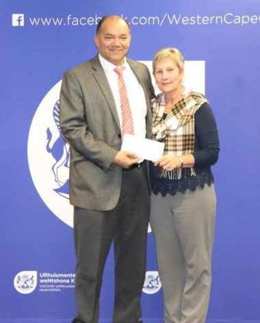 Minister Anroux Marais hands over sport funding to Cllr Paul Swart of Cape Agulhas Municipality